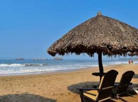 VILLA PARA 8 PERSONAS 6 Adultos 2 Menores En HOTEL TSORO IXTAPA WIFI GRATIS, hotel en Ixtapa