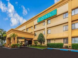 La Quinta by Wyndham Orlando South, hotel perto de The Florida Mall, Orlando