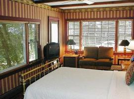 Snug Cottage, hotel near Commercial Street, Provincetown