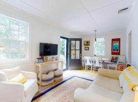 B By the Sea, holiday home in Chatham
