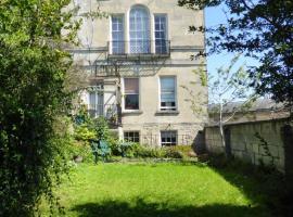 Queens Pde Garden Flat, apartment in Bath