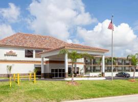 Hawthorn Suites by Wyndham Kissimmee Gateway, hotel in Orlando