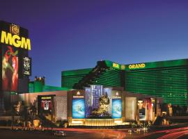 MGM Grand Hotel & Casino By Suiteness, hotel near McCarran International Airport - LAS, Las Vegas