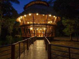 Treehouse Lodge, cabin in Yucuruche