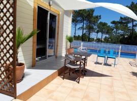 Ideal Summer cabin 1 km from arrifana beach, hotel en Aljezur