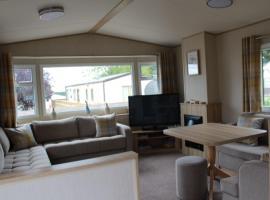 Caravan No 33 at Pitgrudy Dornoch IV25 3HY, hotel in Dornoch