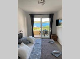 A lovely and cozy room with a breathtaking view 2, beach hotel in Vis