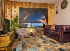 Pirate's Cove Luxury Themed Apartment, apartment in St Austell