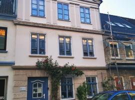 Historisches Stadthaus für max. 10 Personen, villa i Flensborg
