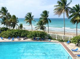 POOL IS OPEN Brisa Marina 3rd floor for 2 OCEAN VIEW balcony POOL BEACH Parking, apartment in San Juan