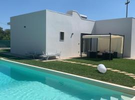 Villa Sardelli, hotel con piscina a San Vito dei Normanni