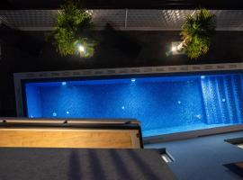Guest House Amfora, hotel with pools in Trogir