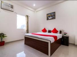 Hotel Phenix inn, hotel near Chaudhary Charan Singh International Airport - LKO,