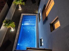 Guest House Amfora II, apartment in Trogir