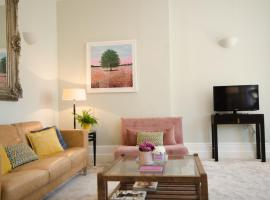 Seaview Apartment - Central Hove with PARKING, apartment in Brighton & Hove