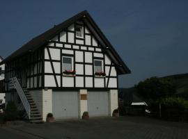 Ferienhaus Zur Ennest, golf hotel in Schmallenberg