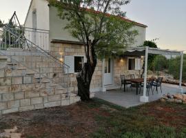 Olive Grove House Lumbarda, budget hotel in Lumbarda