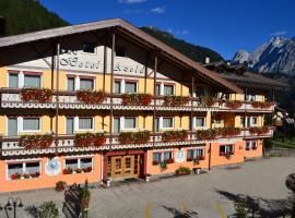 Hotel Azola, hotel in Canazei