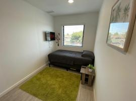 Furnished Private Bed + Shared Bath by USC - TV + Lock, homestay in Los Angeles