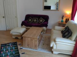 The Wickets, 3 bedroom, 2 bath, free parking & Wi-Fi in very quiet cul-de-sac, hotel in Maidenhead