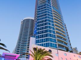 Luxury Hotel with Ocean View in Surfers Paradise, hotel near Florida Gardens Tram Station, Gold Coast