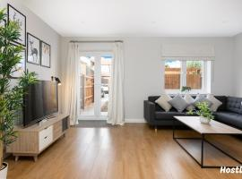 Turtle and Rabbit - Comfortable and Spacious Houses, apartment in Slough