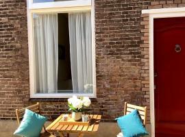 Basic Little House Scheveningen, budget hotel in Scheveningen