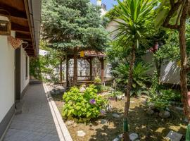 Apartment Paradise garden, hotel in Split
