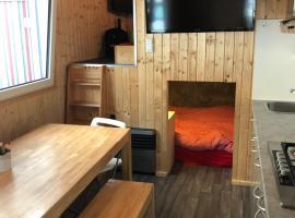 Zillerglückhütte - 5 Sterne Camping Aufenfeld, glamping site in Aschau