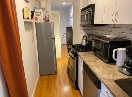 PRIVATE ROOM IN MIDTOWN WEST, homestay in New York
