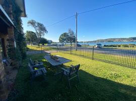 By the Lake - Lake Macquarie, hotel near Marmong Point Marina, Teralba