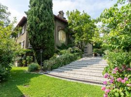 Villa Ronco Dell'Abate - Private Garden in Como, holiday home in Como