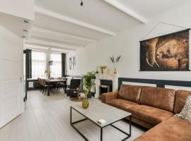 Sunny House nearby the station, A'dam and Bergen, apartment in Alkmaar