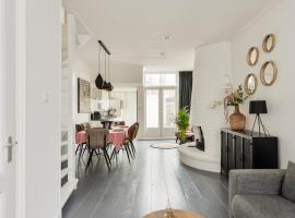 Large family house near station, A'dam and Bergen, apartment in Alkmaar