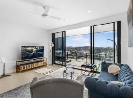 Top Floor 3 Bed Apartment with Million Dollar Views, accommodation in Brisbane