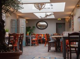 The Kings Arms Hotel, hotel near Bowood Golf & Country Club, Malmesbury