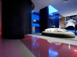 Mood - Private Suites, hotel in Montijo