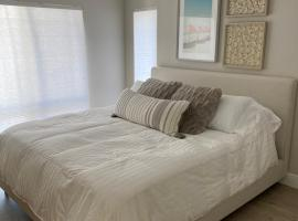 Cozy Condo In Downtown HB - Within 1 Mile of Beach, Pier, Pacific City!, vacation rental in Huntington Beach