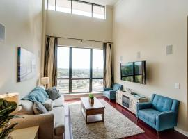Newly Listed! Luxury Uptown Penthouse - Rooftop Terrace - Garage Parking - Amazing City View, vacation rental in Charlotte