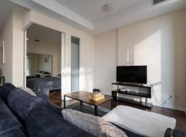 Luxurious 2 Bedroom Waterfront Condo in DT - Modern Renovated, hotel in Toronto