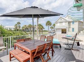 Atlantic Shores Getaway steps from Jax Beach Private House Near to the Mayo Clinic - UNF - TPC Sawgrass - Convention Center - Shopping Malls - ONLY 3 Hours Away from DISNEY, vacation rental in Jacksonville Beach