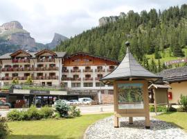 Hotel Alpenrose, hotel in Mazzin