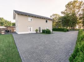 Ostseehaus am Naturstrand - Ostseeblick, holiday home in Varnkevitz