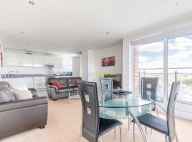 2 Bed Apartment - Close to tube station, hotel near Uxbridge Tube Station, Uxbridge