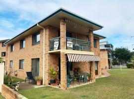 Cloud 8 on Welsby, hotel in Bongaree