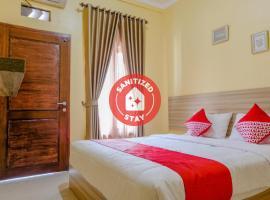 OYO 1566 El Reyshi Family Residence, hotel in Banyuwangi