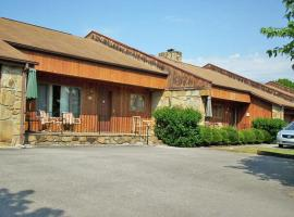 Quiet Resort Condos in East Tennessee Near Smoky Mountains, apartment in Sevierville