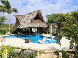 The GECKO BUNGALOW**Beautiful POOL**Free Airport Shuttle, hotel near Philip S. W. Goldson International Airport - BZE,