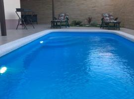 Коттетдж с бассейном, holiday home in Adler