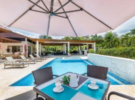 Villa Las Cañas 20, with a range of exclusive 5-star services., hotel with jacuzzis in La Romana